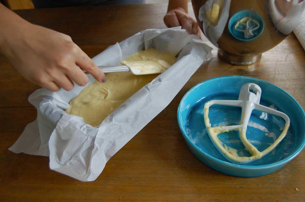 livellare il composto prima di infornare il banana bread