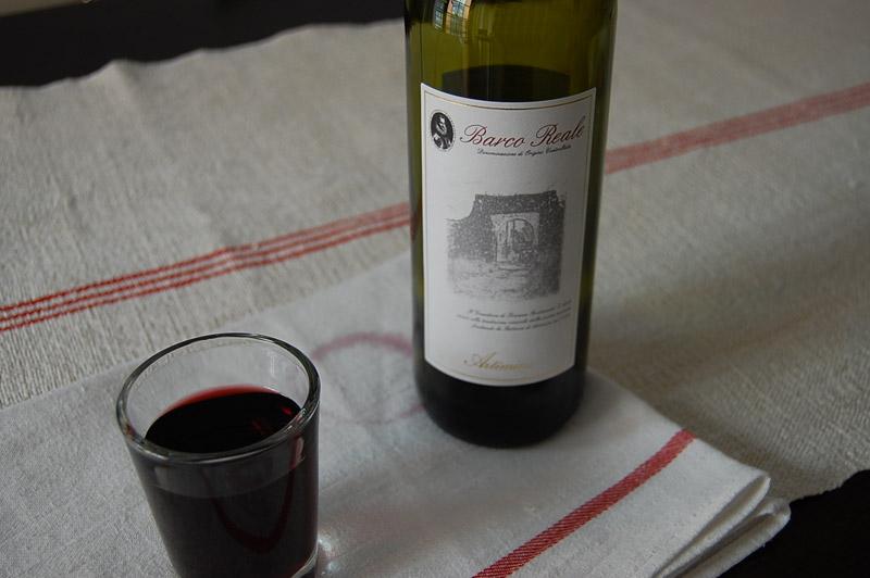 Ciambelline al vino rosso con barco reale di artimino