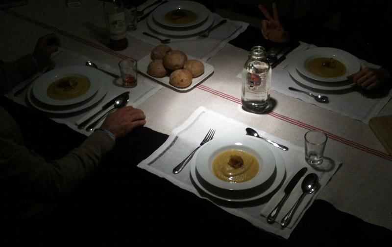cena tutti a tavola poi ciambelline al vino rosso
