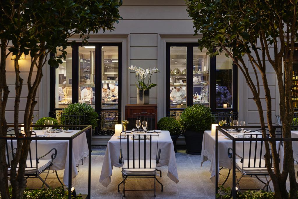 MOMLN-Seta-Courtyard-Open-Kitchen