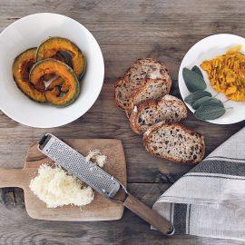Panino con zucca e formaggio